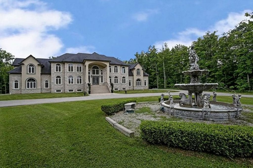 Ivy Lane Estate | 13 Acre Secluded Event Venue Near Hamilton w/ 150 Guest Capacity